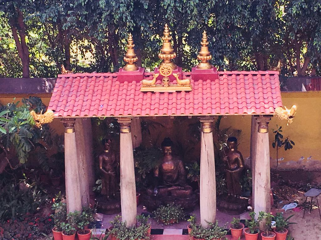 set up a Buddha statue in home and garden